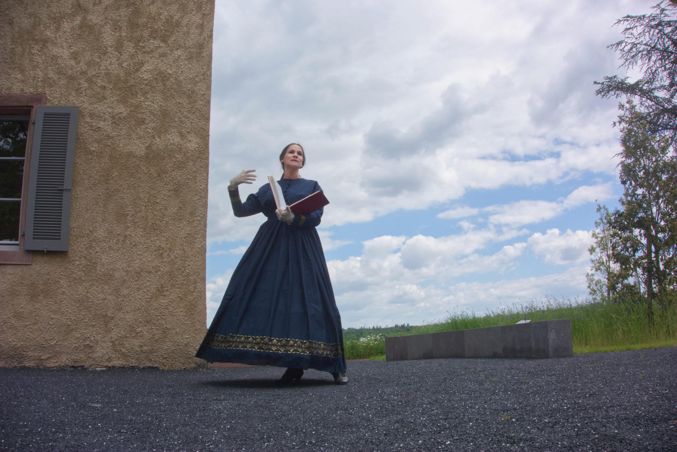 Großherzogin Alice führt um den Spanischen Turm